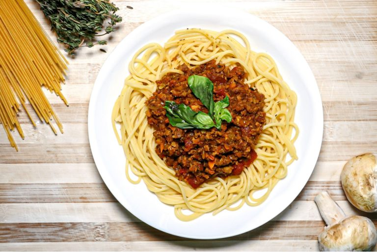 Vegan bolognese sauce for high-protein pasta dinners